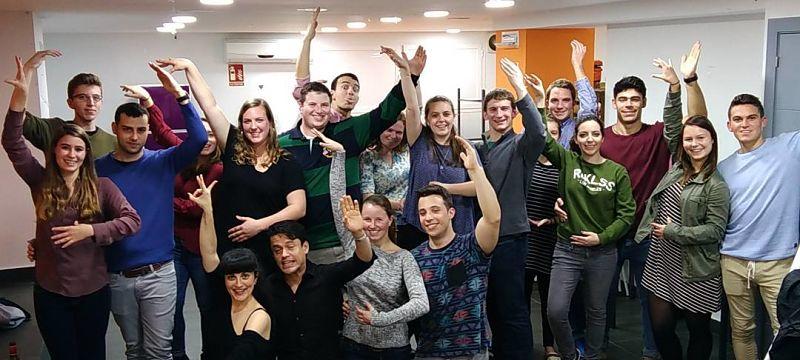 Sevilla Intercambio - Conversación con nativos en Sevilla - Taller de Bailes de Sevillanas