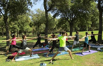 clase de yoga parque maría luisa