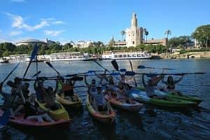 Vistas de la Torre del Oro desde Kayak por el río Guadalquivir